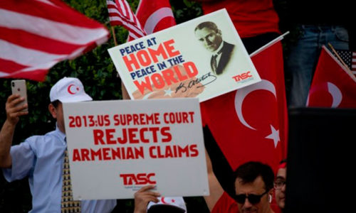 Turks, Armenians hold demonstrations in Washington, Los Angeles to mark 1915 events